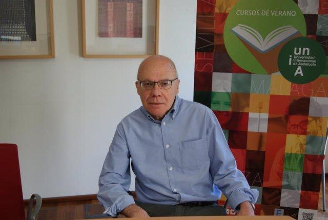El poeta Justo Navarro