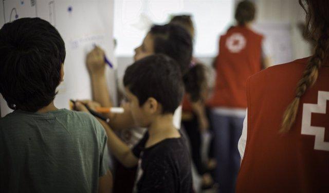 Ayuda de Cruz Roja Española a menores en Grecia
