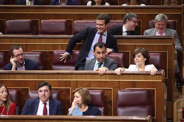 Casado, Santamaría y Cospedal durante el pleno en el Congreso