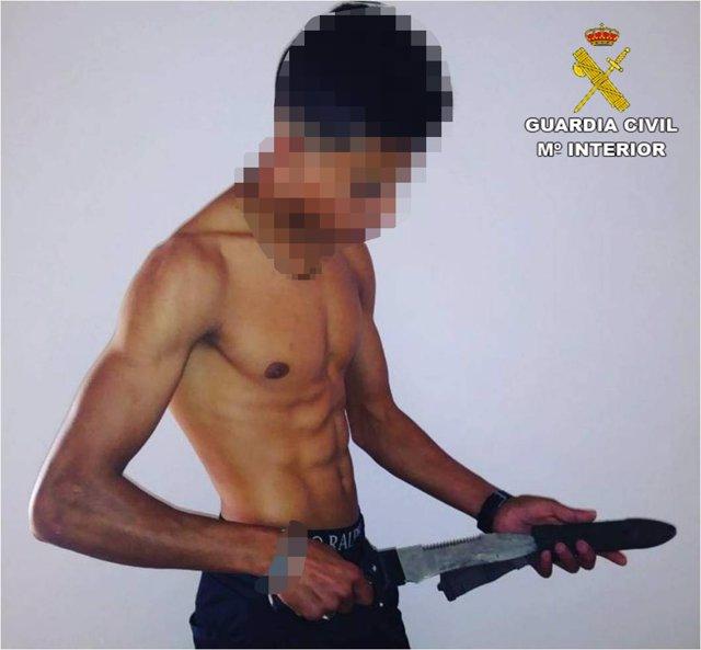 Imagen de uno de los asaltantes difundida por la Guardia Civil
