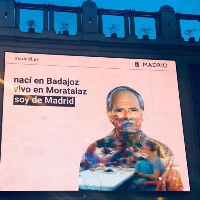 Cartel con la campaña del Ayuntamiento de Madrid sobre inmigración