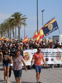 Manifestación de Jusapol en el paseo marítimo de la Malvarrosa