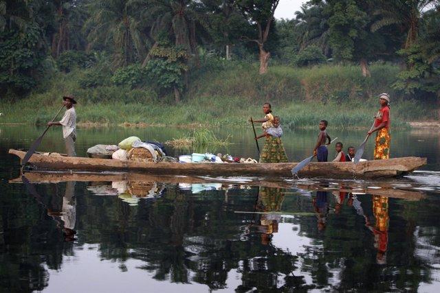 Canoa en el río Congo