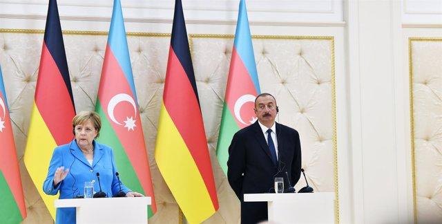 Angela Merkel y el presidente de Azerbaiyán, Ilham Aliyev
