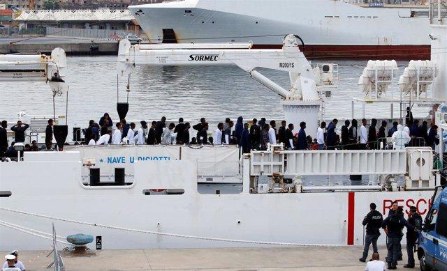 Barco 'Diciotti', atracado en Catania