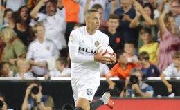 Rodrigo, delantero del Valencia