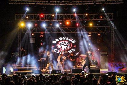 Babylon Circus descarga su música en el fin de fiesta del Festival Folk de Plasencia junto a Stormy Mondays y Cerandeo