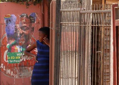 Mnangagwa jura su cargo tras las disputadas elecciones presidenciales