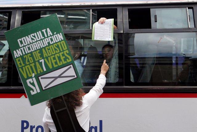 Angelica Lozano en campaña contra la corrupción