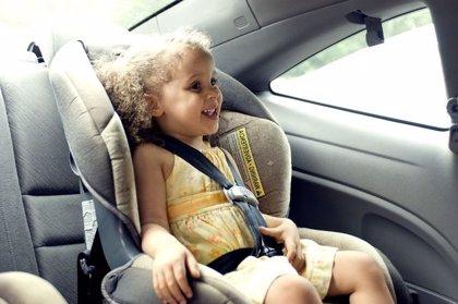 Sin paradas si el niño duerme, así son los viajes de las familias españolas en coche