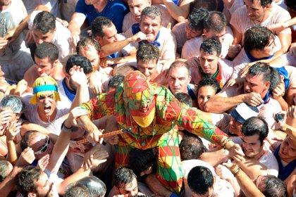 Un centenar de niños reciben su 'pañuelico' festivo en Tarazona (Zaragoza)