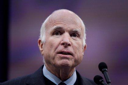 La vida de John McCain en imágenes: piloto derribado en Vietnam, senador y candidato presidencial