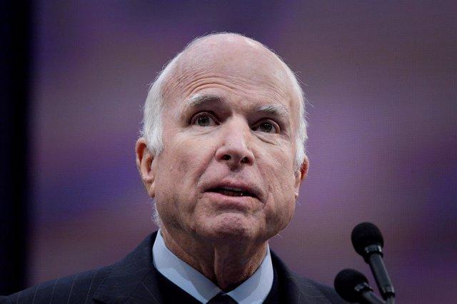 El senador John McCain en 2017