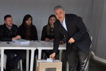 Duque acude a votar en la consulta popular anticorrupción