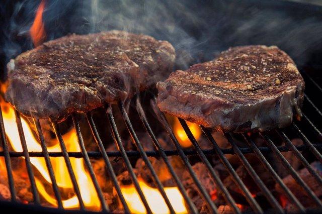 Cocinar con carbón o madera incrementa el riesgo de muerte cardiovascular