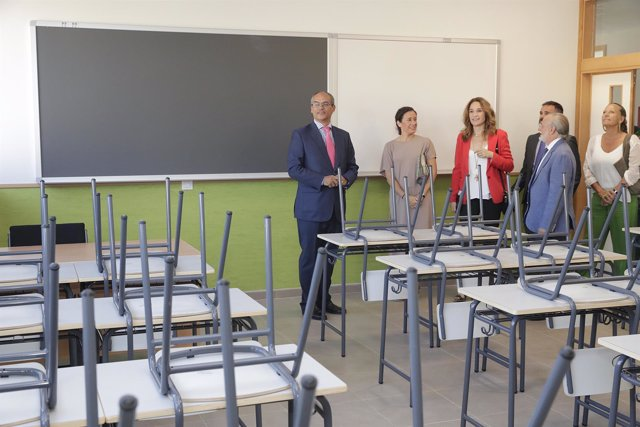 El consejero de Educación, Rafael van Grieken, en el nuevo IES de Arganzuela