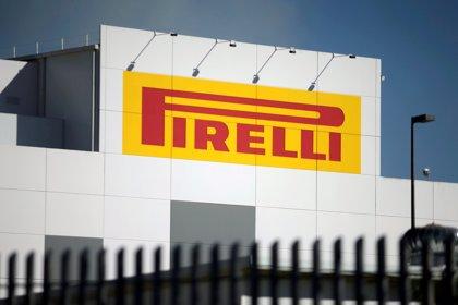 Trabajadores protestan por la paralización en la planta de Pirelli en Venezuela