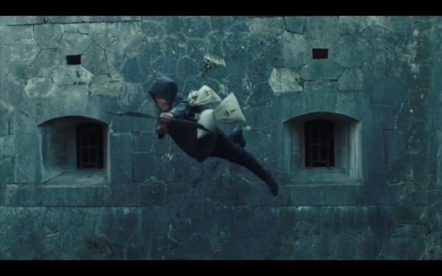 Taron Egerton entrena para ser el príncipe de los ladrones en el tráiler de Robin Hood