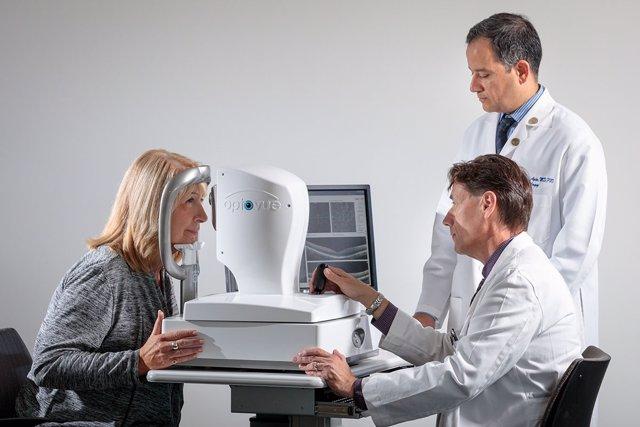 Consiguen identificar evidencias de Alzheimer a través de un examen de vista
