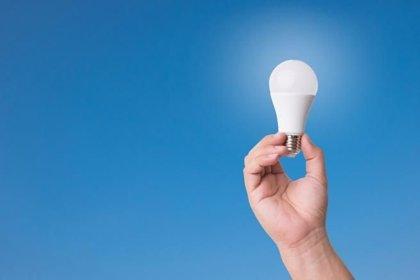 La desaparición de las bombillas halógenas el 1 de septiembre abaratará el precio de las led, según OCU