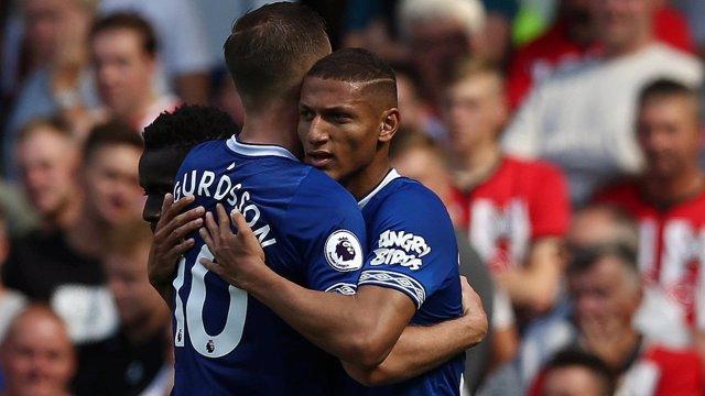 Richarlison celebra un gol con el Everton