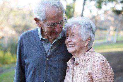 Ser feliz alarga la vida entre los mayores
