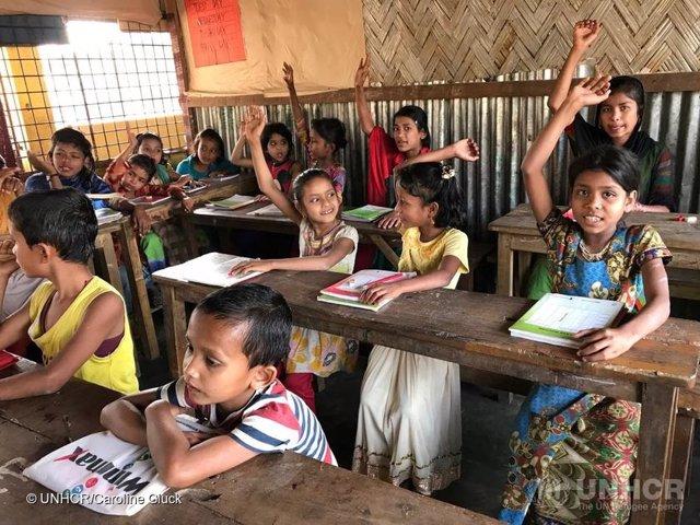 Niños refugiados rohingya en una escuela primaria en Cox's Bazar