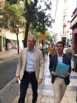 Azcón por la calle Don Jaime con Pedro Navarro