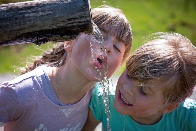 Beber agua, beneficios agua, hidratación, hidratarse