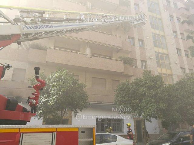 Incendio en una cocina en la calle Camilo José Cela