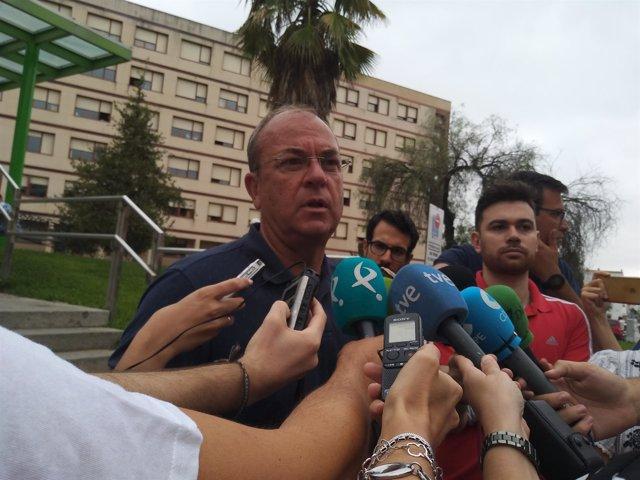 Rueda de prensa de Monago frente al Hospital de Mérida