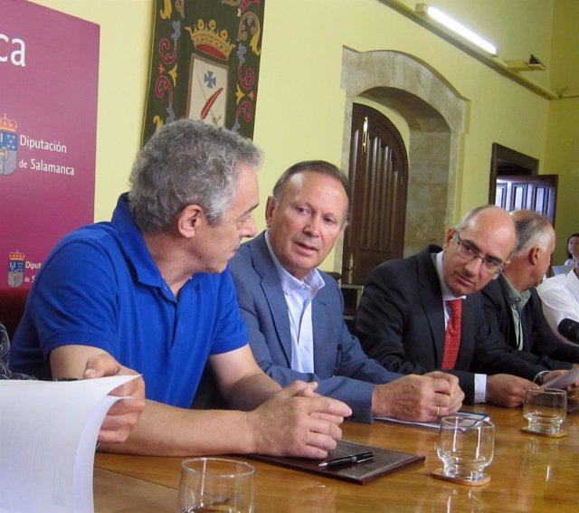 Iglesias, tercero por la izquierda, en la firma del acuerdo 29/8/2018