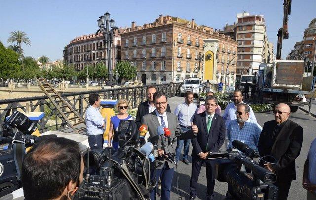 Alcalde Ballesta en Puente de los Peligros