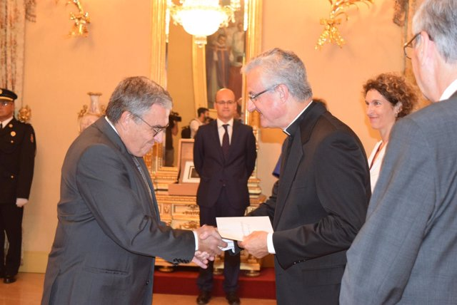 El copríncipe de Andorra, Joan-Enric Vives, recibe las credenciales de Àngel Ros