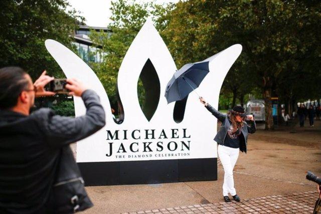 FANS DE MICHAEL JACKSON EN LONDRES