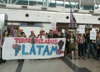 Latam despedirá a 1.200 funcionarios por la tercerización en Brasil, según la federación de sindicatos