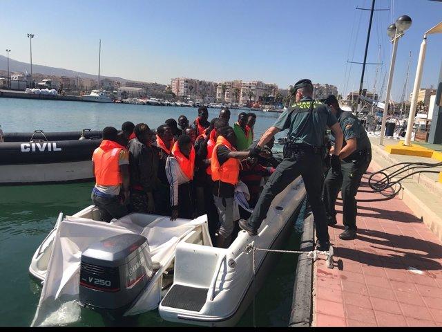 Inmigrantes rescatados en Melilla