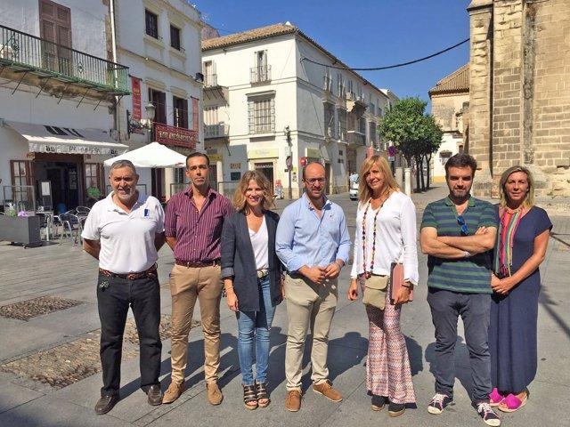 Populares en la Plaza de España de El Puerto