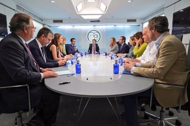 El presidente del PP, Pablo Casado,  preside la reunión del Comité de Dirección