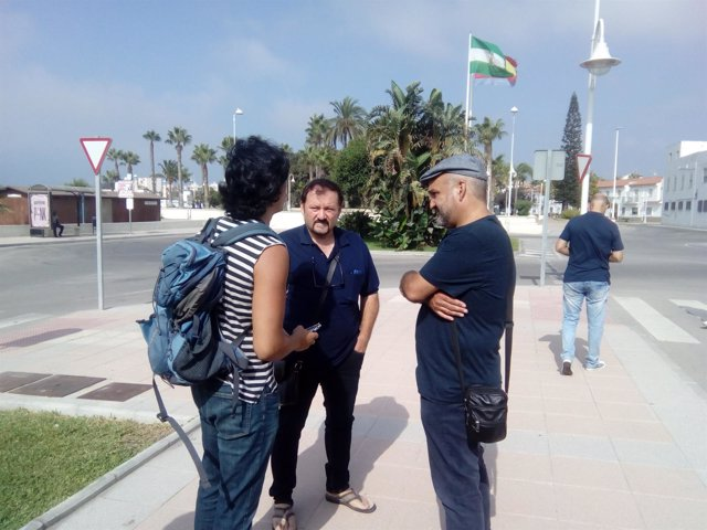 El parlamentario de Podemos Jesús de Manuel visita el recinto portuario