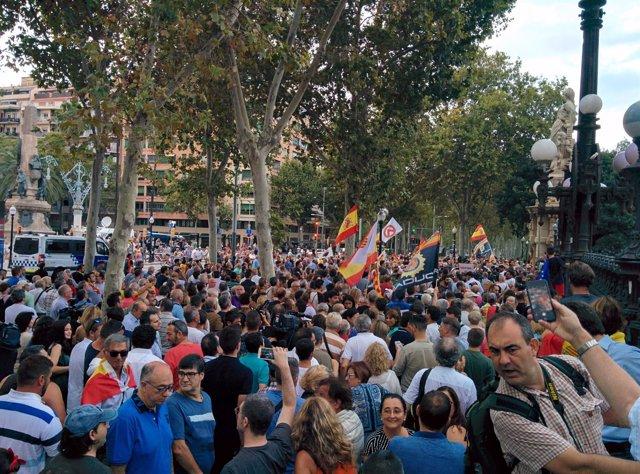 Concentración convocada por Cs en apoyo a la mujer agredida en Barcelona
