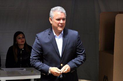 Duque inicia su mandato como presidente de Colombia con una aprobación del 40%