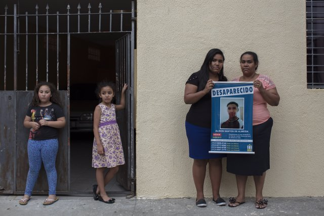 Familia de un desaparecido en Brasil