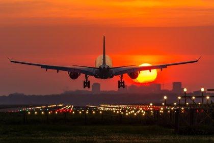 Casi 12 millones de personas vuelan al día en el mundo: generan 385.000 millones anuales