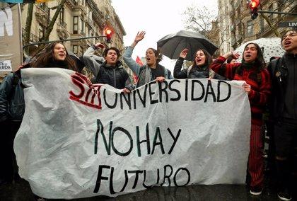 Miles de argentinos se manifiestan contra el ajuste presupuestario en las universidades públicas