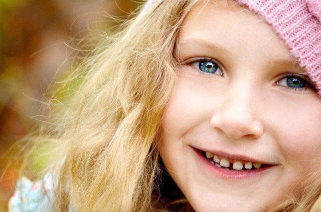 Sonrisa, dientes, sonrisa sana, niña feliz