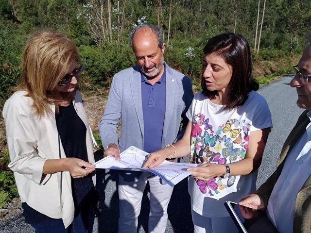 Ángeles Vázquez supervisa obras en As Somozas (A Coruña)