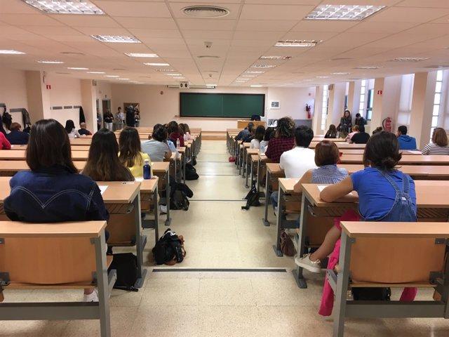 Imagen de archivo de un examen de oposiciones en Andalucía
