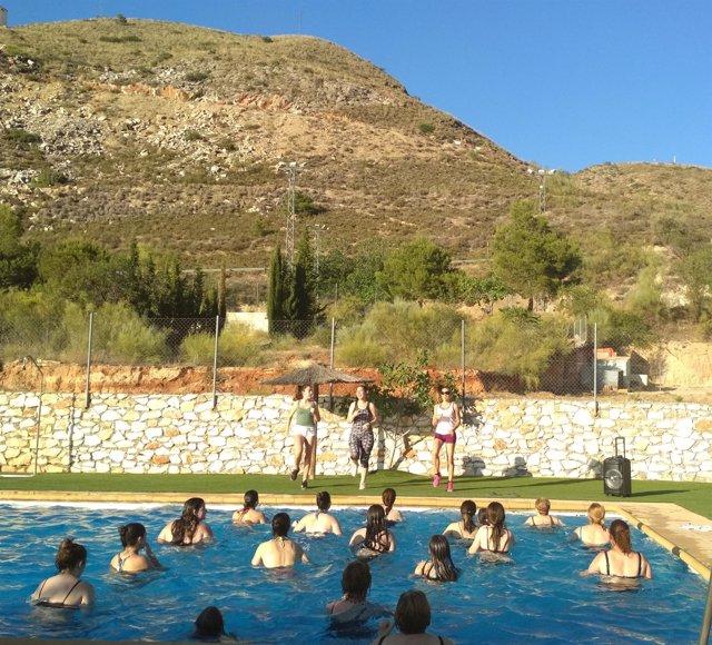Aquazumba es una versión acuática de la actividad de zumba.