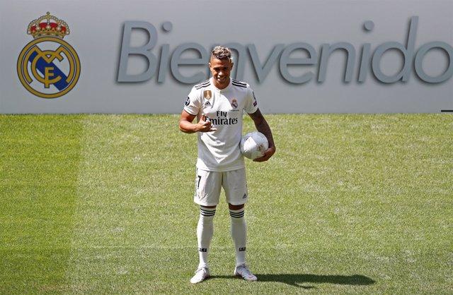 Mariano Díaz en su presentación con el Real Madrid en el Bernabéu